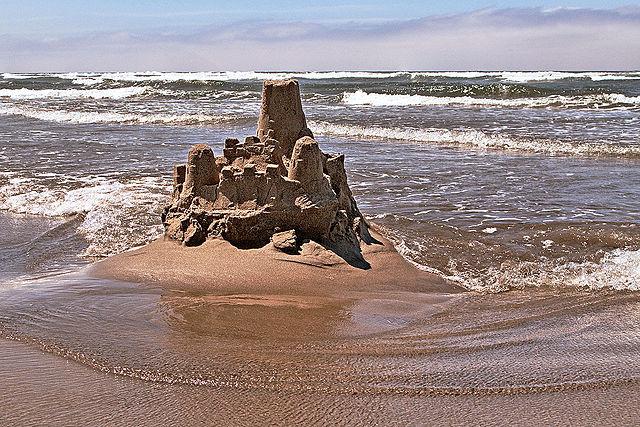 640px-sand_castle2c_cannon_beach
