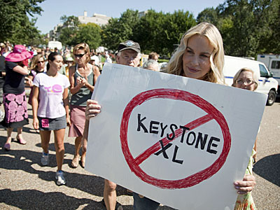 daryl-hannah-protests-transcanadas-keystone-xl-pipeline